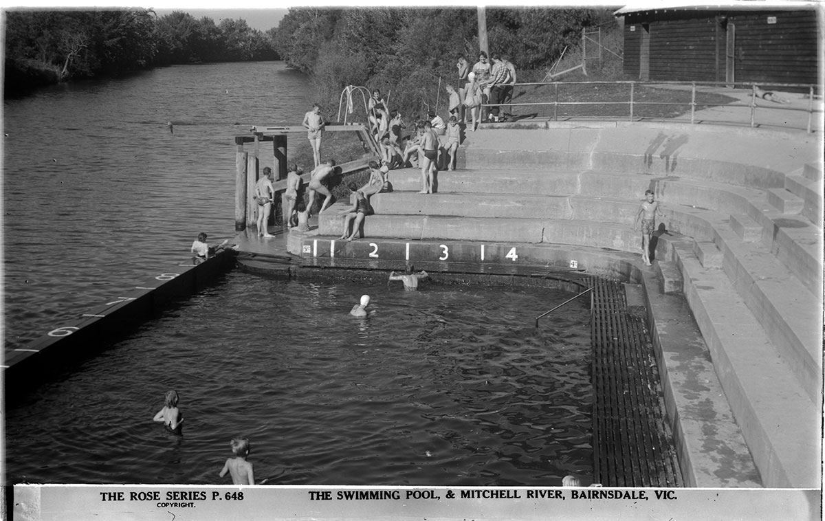 The Bairnsdale swimming pool at Mitchell River circa 1920s - 1950s